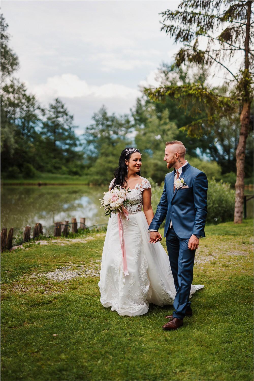 skedenj poroka porocni fotograf fotografiranje elegantna poroka rustikalna poroka pod kozolcem pcakes velesovo mdetail nika grega 0071.jpg