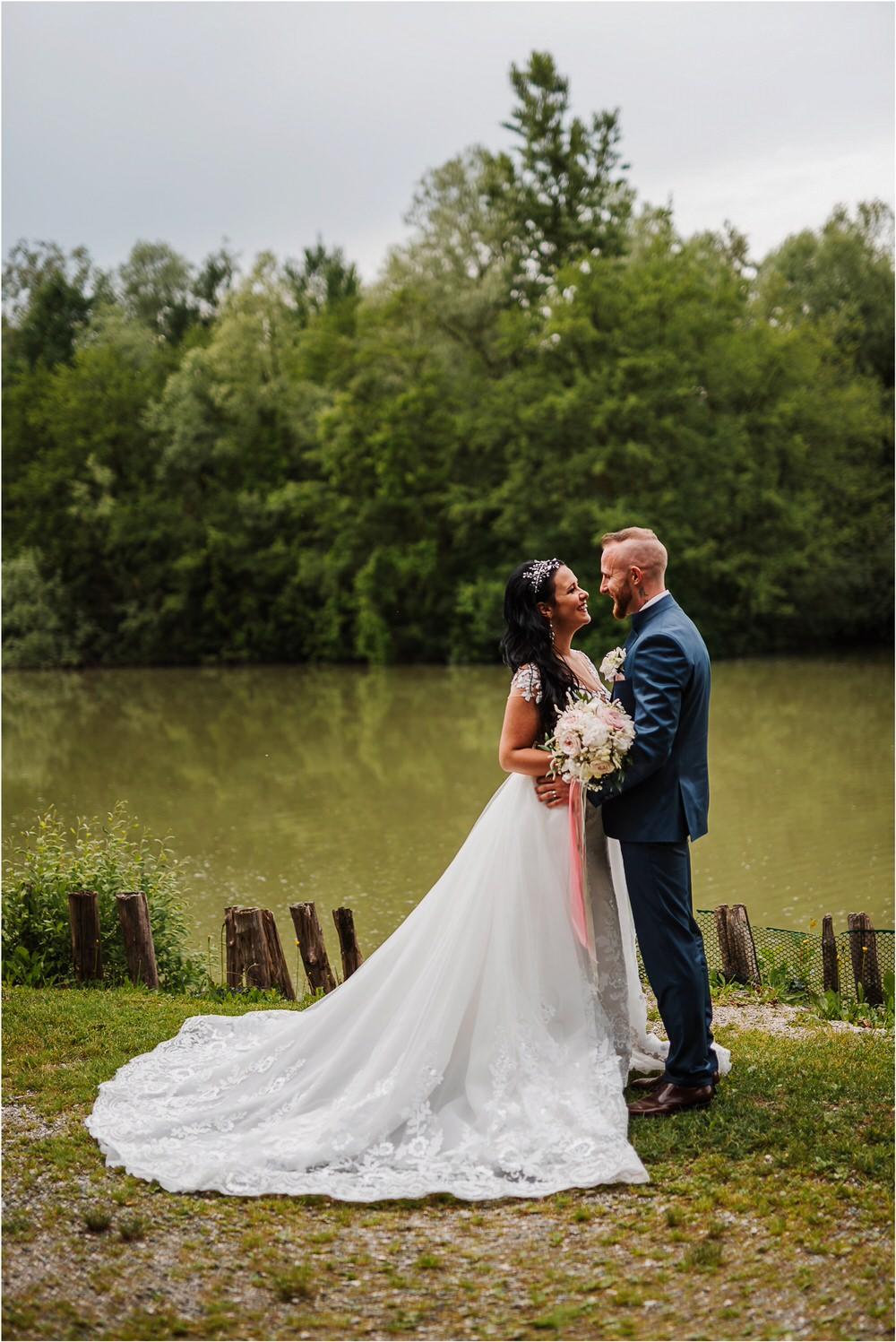 skedenj poroka porocni fotograf fotografiranje elegantna poroka rustikalna poroka pod kozolcem pcakes velesovo mdetail nika grega 0073.jpg