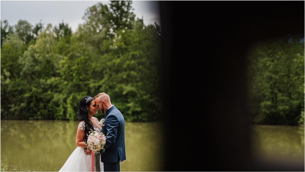 skedenj poroka porocni fotograf fotografiranje elegantna poroka rustikalna poroka pod kozolcem pcakes velesovo mdetail nika grega 0075.jpg
