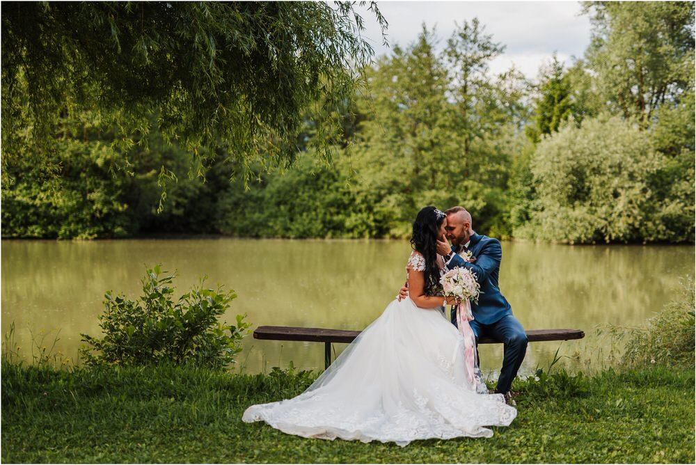 skedenj poroka porocni fotograf fotografiranje elegantna poroka rustikalna poroka pod kozolcem pcakes velesovo mdetail nika grega 0082.jpg
