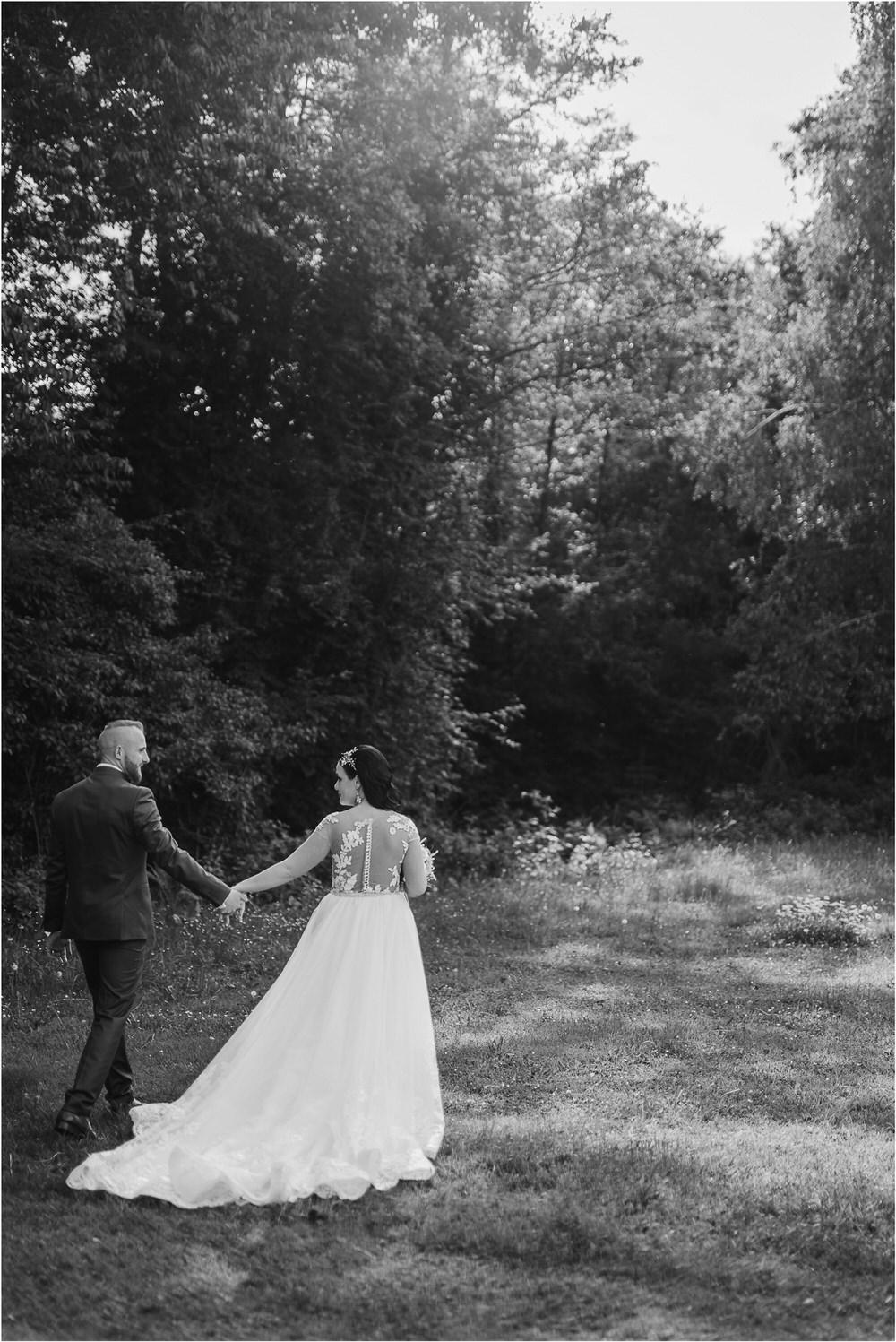 skedenj poroka porocni fotograf fotografiranje elegantna poroka rustikalna poroka pod kozolcem pcakes velesovo mdetail nika grega 0084.jpg