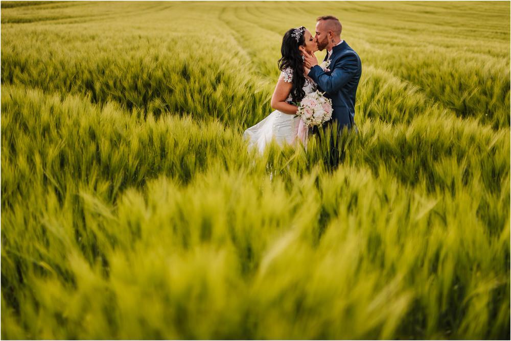 skedenj poroka porocni fotograf fotografiranje elegantna poroka rustikalna poroka pod kozolcem pcakes velesovo mdetail nika grega 0086.jpg