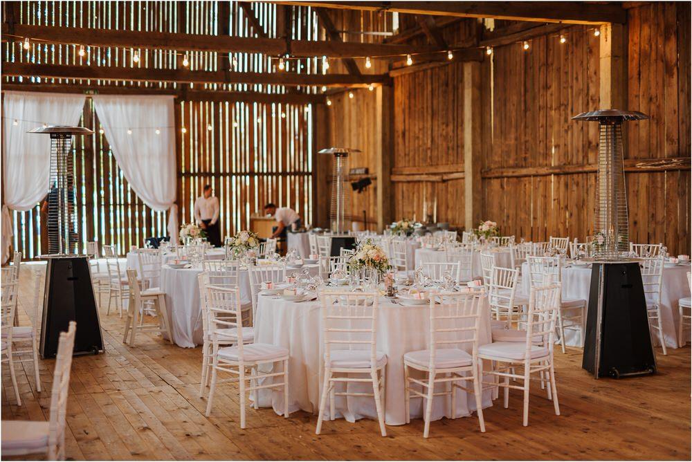 skedenj poroka porocni fotograf fotografiranje elegantna poroka rustikalna poroka pod kozolcem pcakes velesovo mdetail nika grega 0094.jpg