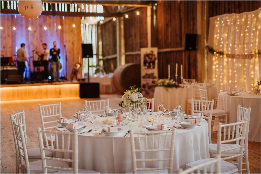 skedenj poroka porocni fotograf fotografiranje elegantna poroka rustikalna poroka pod kozolcem pcakes velesovo mdetail nika grega 0097.jpg