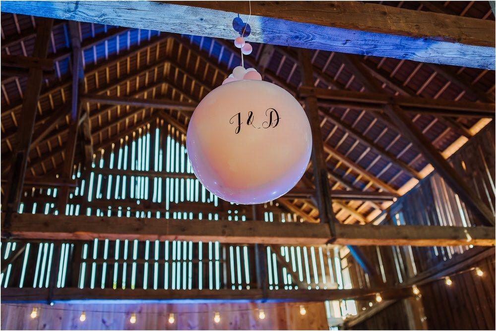 skedenj poroka porocni fotograf fotografiranje elegantna poroka rustikalna poroka pod kozolcem pcakes velesovo mdetail nika grega 0101.jpg