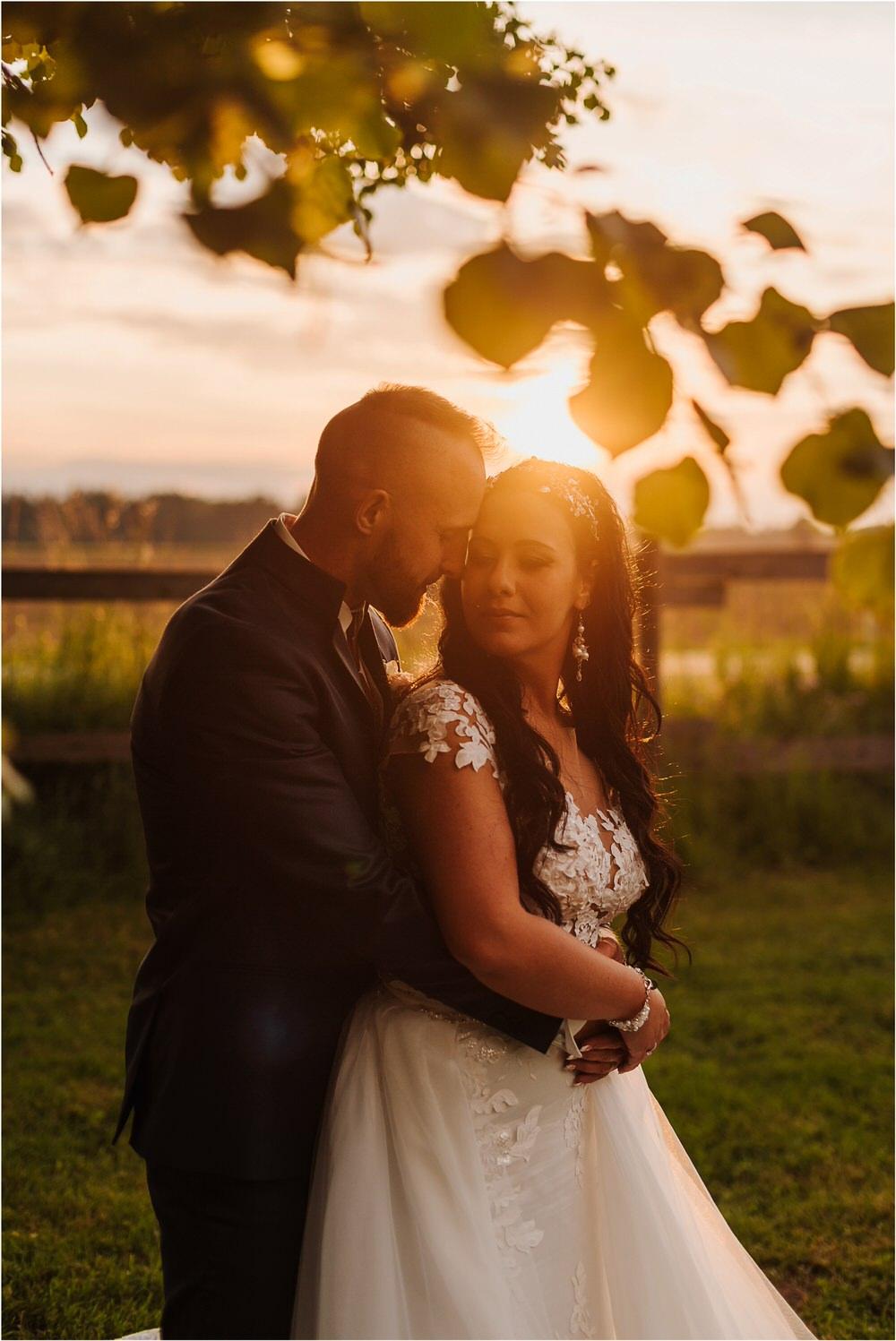 skedenj poroka porocni fotograf fotografiranje elegantna poroka rustikalna poroka pod kozolcem pcakes velesovo mdetail nika grega 0105.jpg