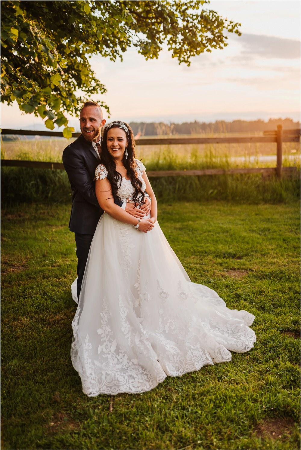 skedenj poroka porocni fotograf fotografiranje elegantna poroka rustikalna poroka pod kozolcem pcakes velesovo mdetail nika grega 0107.jpg