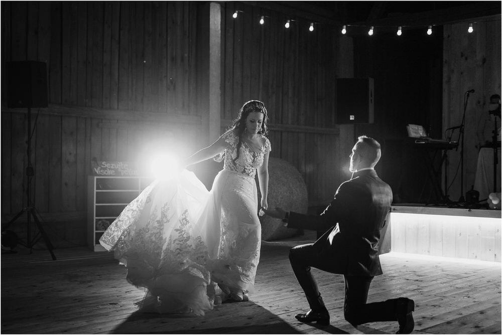 skedenj poroka porocni fotograf fotografiranje elegantna poroka rustikalna poroka pod kozolcem pcakes velesovo mdetail nika grega 0115.jpg