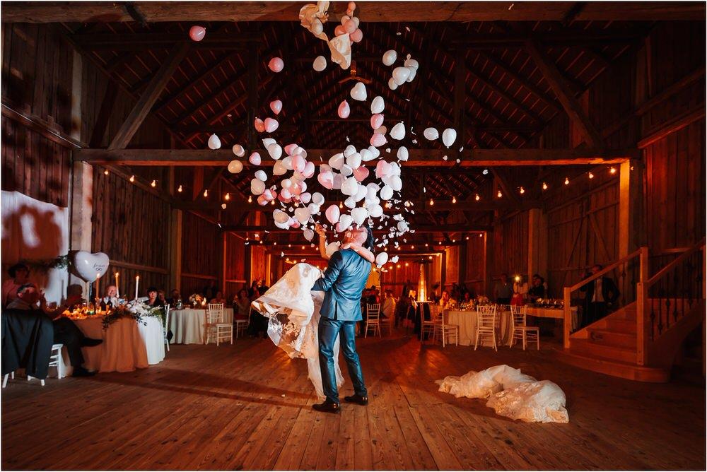 skedenj poroka porocni fotograf fotografiranje elegantna poroka rustikalna poroka pod kozolcem pcakes velesovo mdetail nika grega 0118.jpg