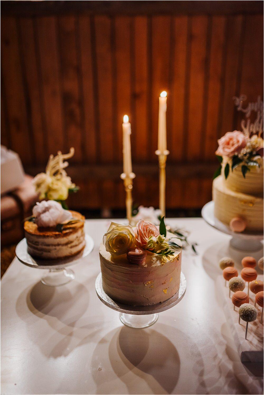 skedenj poroka porocni fotograf fotografiranje elegantna poroka rustikalna poroka pod kozolcem pcakes velesovo mdetail nika grega 0131.jpg