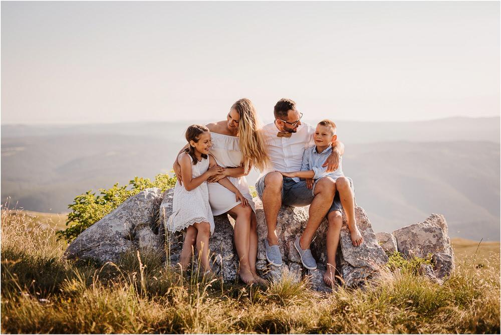 druzinsko fotografiranje nanos slovenija zaroka poroka porocni fotograf vipava primorska family anniversary obletnica poroke 0015.jpg