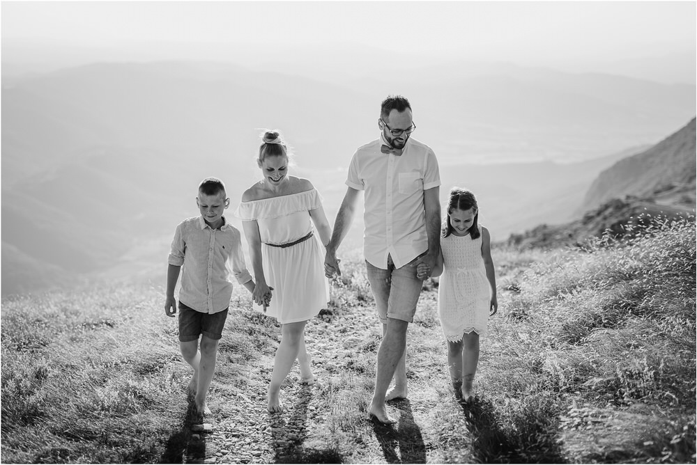 druzinsko fotografiranje nanos slovenija zaroka poroka porocni fotograf vipava primorska family anniversary obletnica poroke 0019.jpg