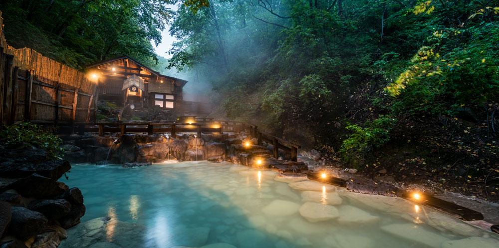 蔵王温泉,傳統日本溫泉與1900年的歷史。