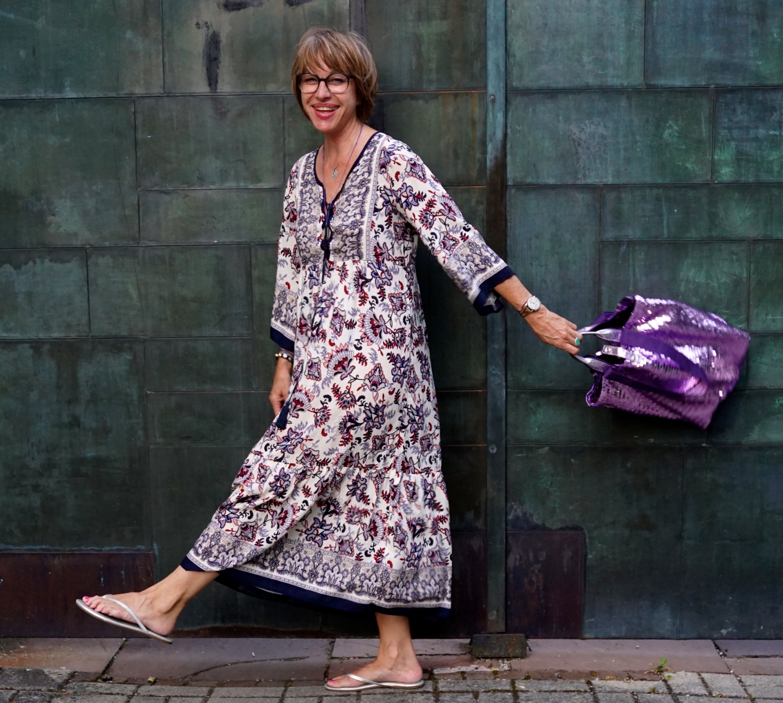 Kleid: Markt Ibiza, Tasche: Brasi & Brasi, Schuhe: Tkees