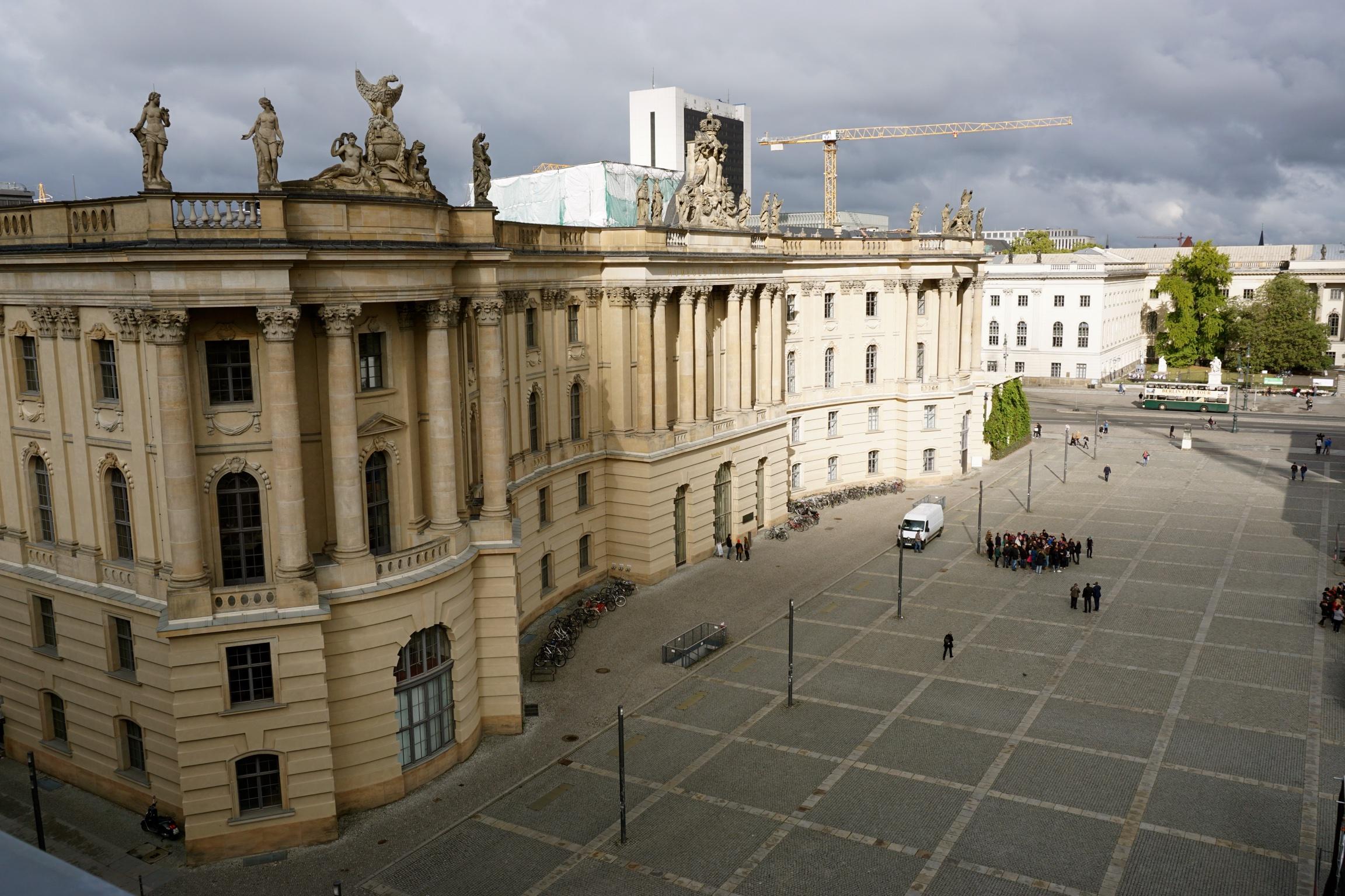 Blick auf Berlin von der Dachterrasse der Bebel Suite.