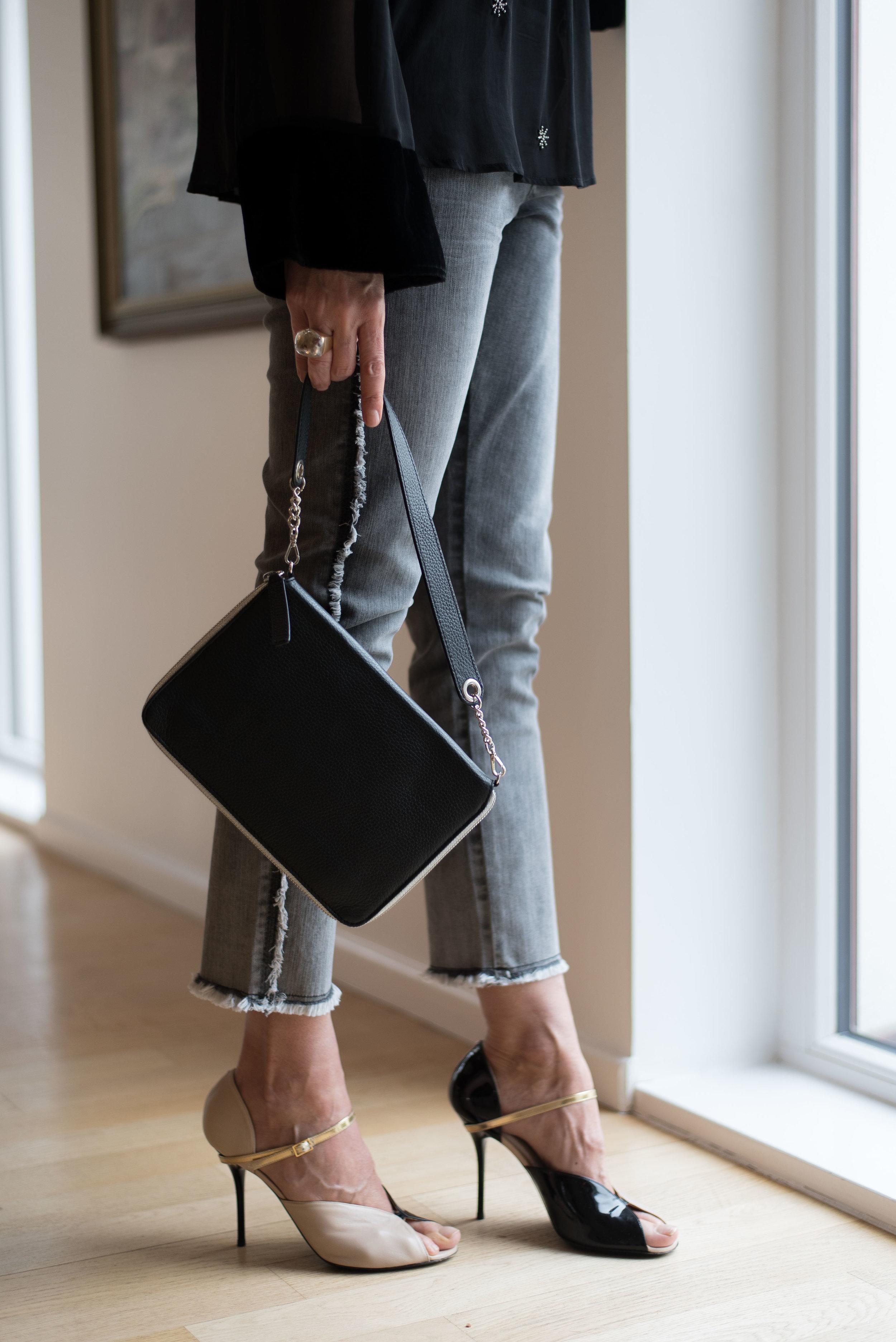 BeFifty Blog für Frauen über 50 Fashion NASCHBAG TASCHE DAWN Jeans Outfit