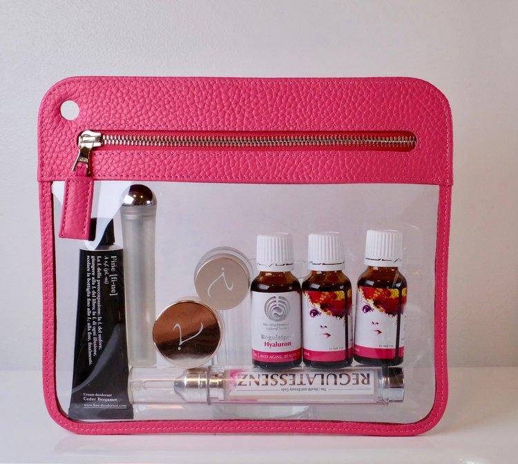 Darf auf keiner Reise fehlen:  FINE Deodorant ,  Estée Lauder  Kryo-Tool.  Regulat Beauty Drink  und  Augencreme.