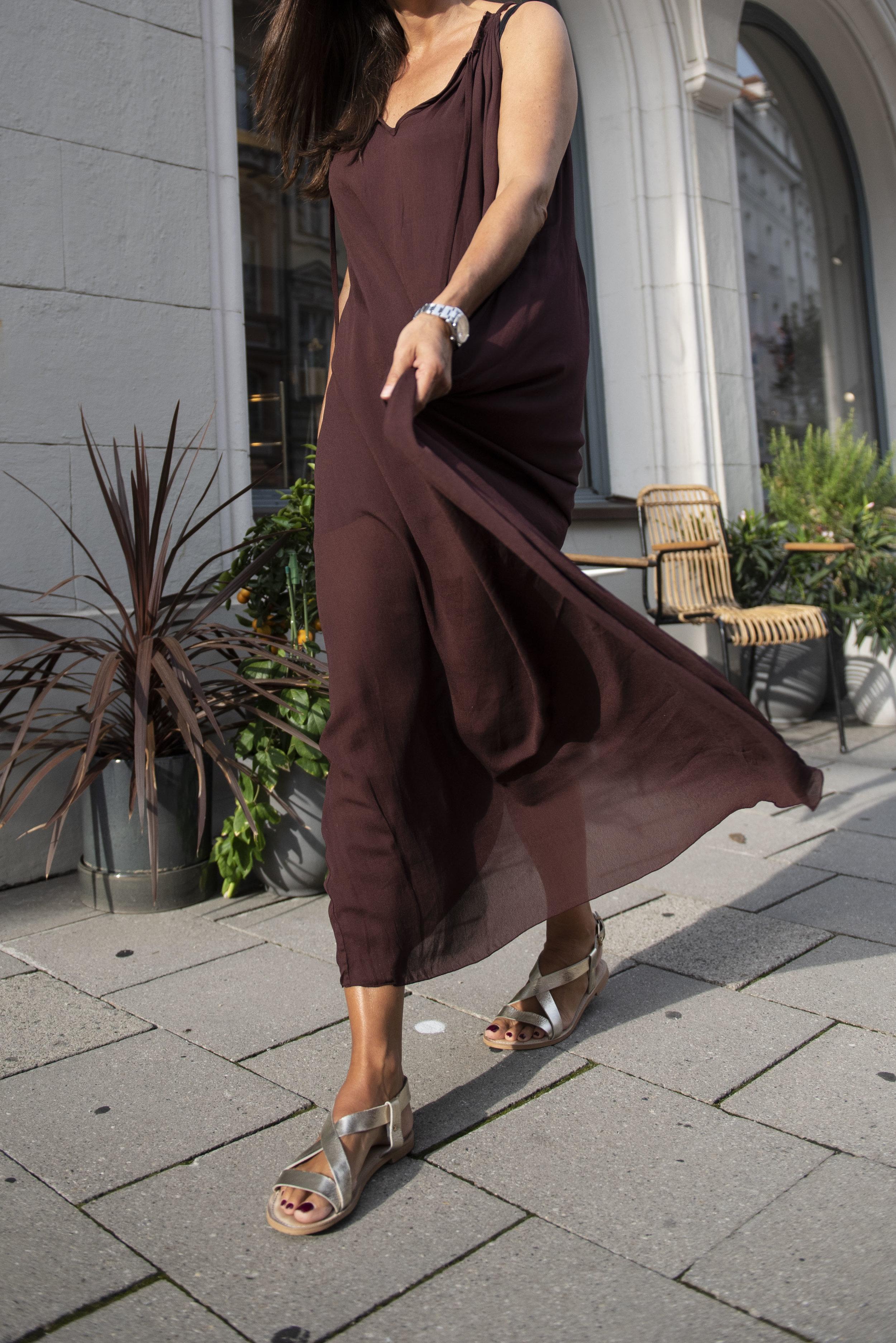 BeFifty Blog für Frauen über 50 unkompliziertes Sommerkleid für große Hitze Rabens Salonen