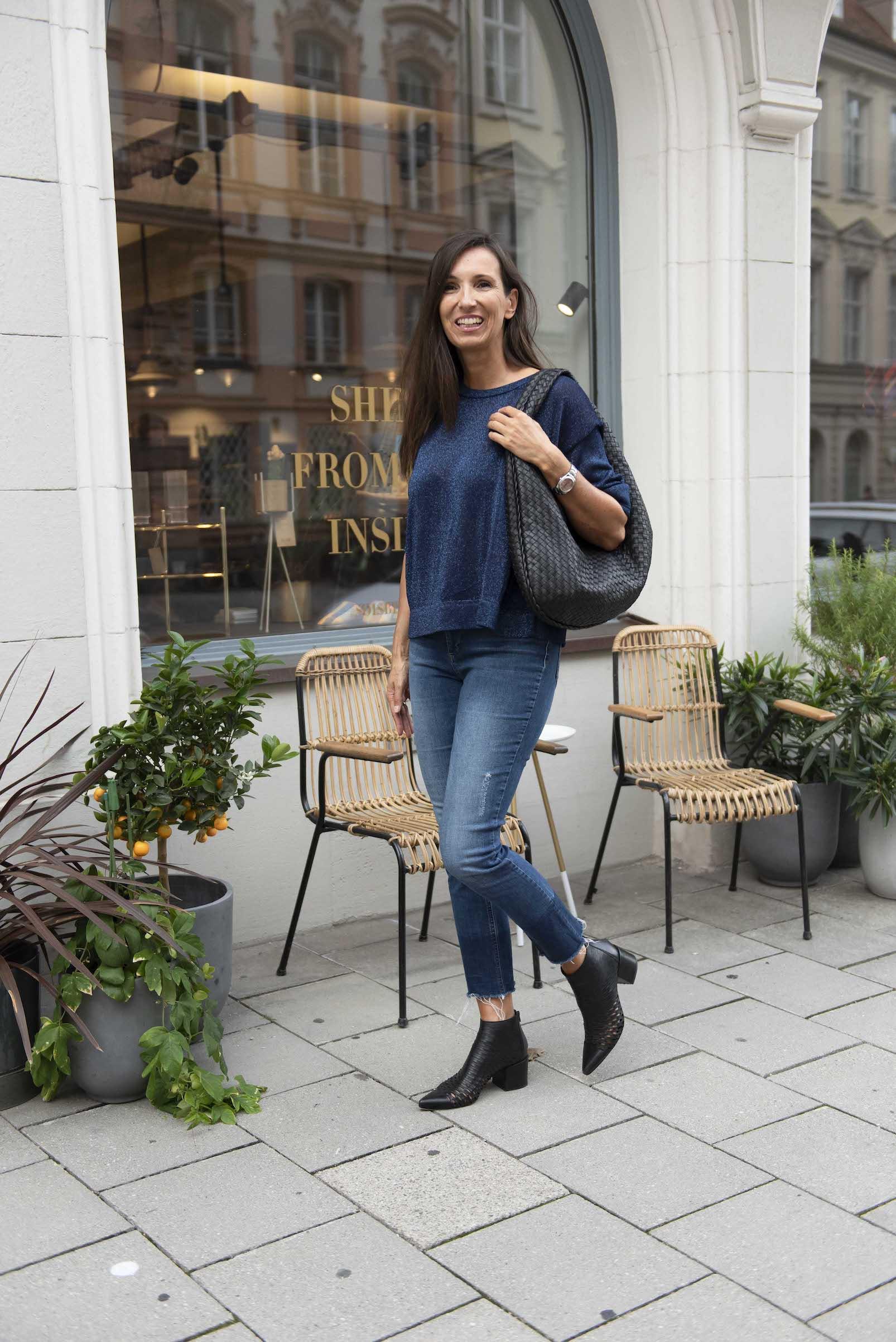 Interview mit dem CATCHYS Magazin 12 Fragen an eine Ü50 Bloggerin, Herbst Outfit mit Lurex Pullover und Hose von Anine Bing Blog für Frauen über 40 und über 50 Beate Finken von BeFift