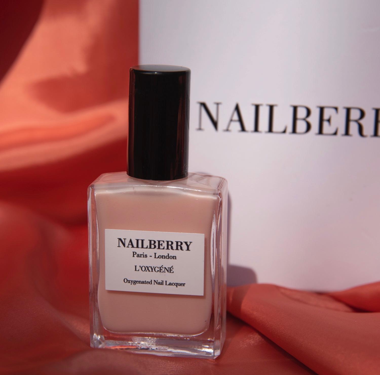 Nailberry Lack A TOUCH OF POWDER BeFifty Blog für Frauen über 40 und ab 50 Beate Finken Test Nagellack