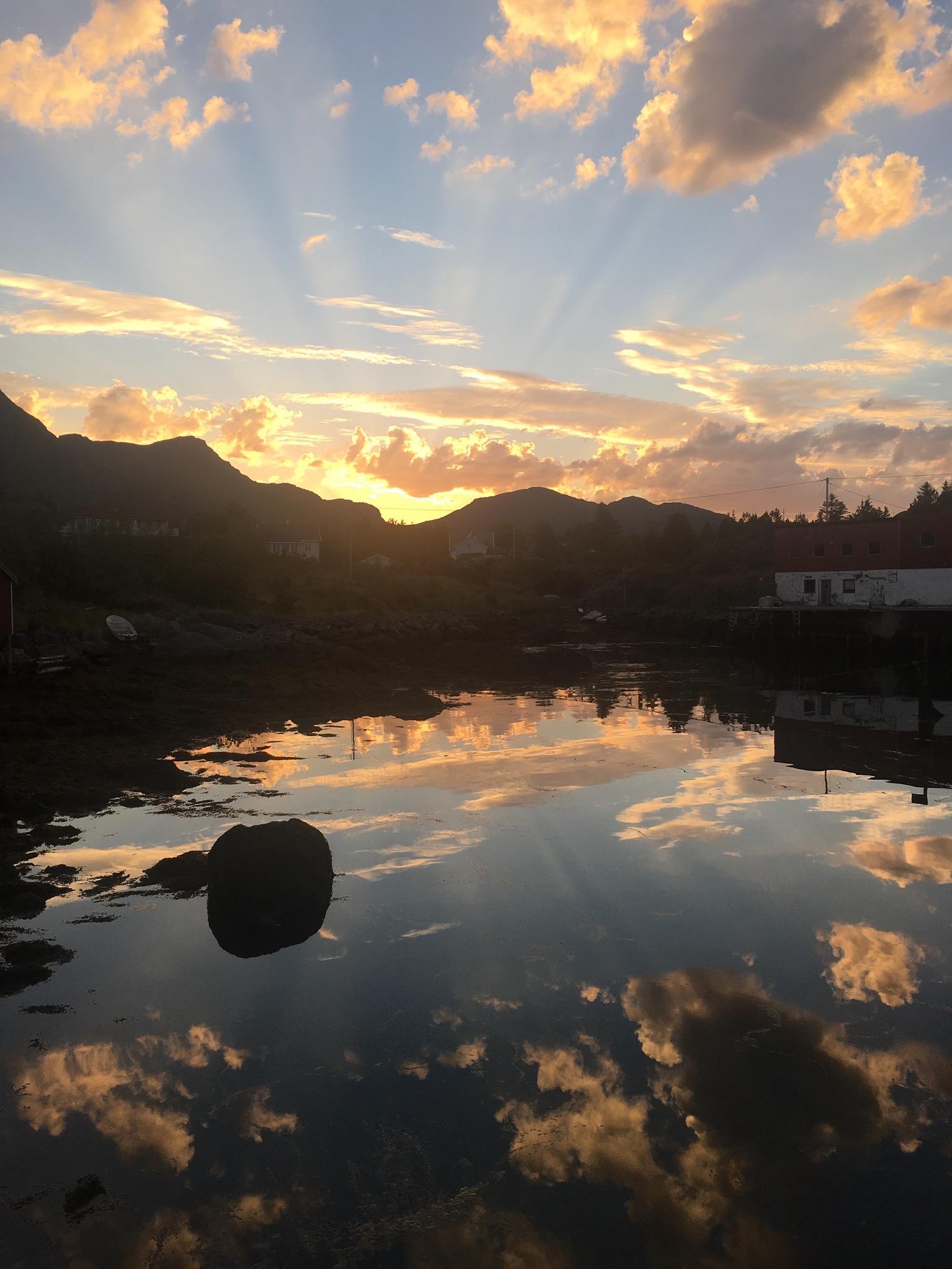 Lofoten Norwegen Reisetipps und konkrete Infos zu der Inselgruppe. Beate Finken Bloggerin bei BeFifty. Die schönsten Plätze in Norwegen / Lofoten.