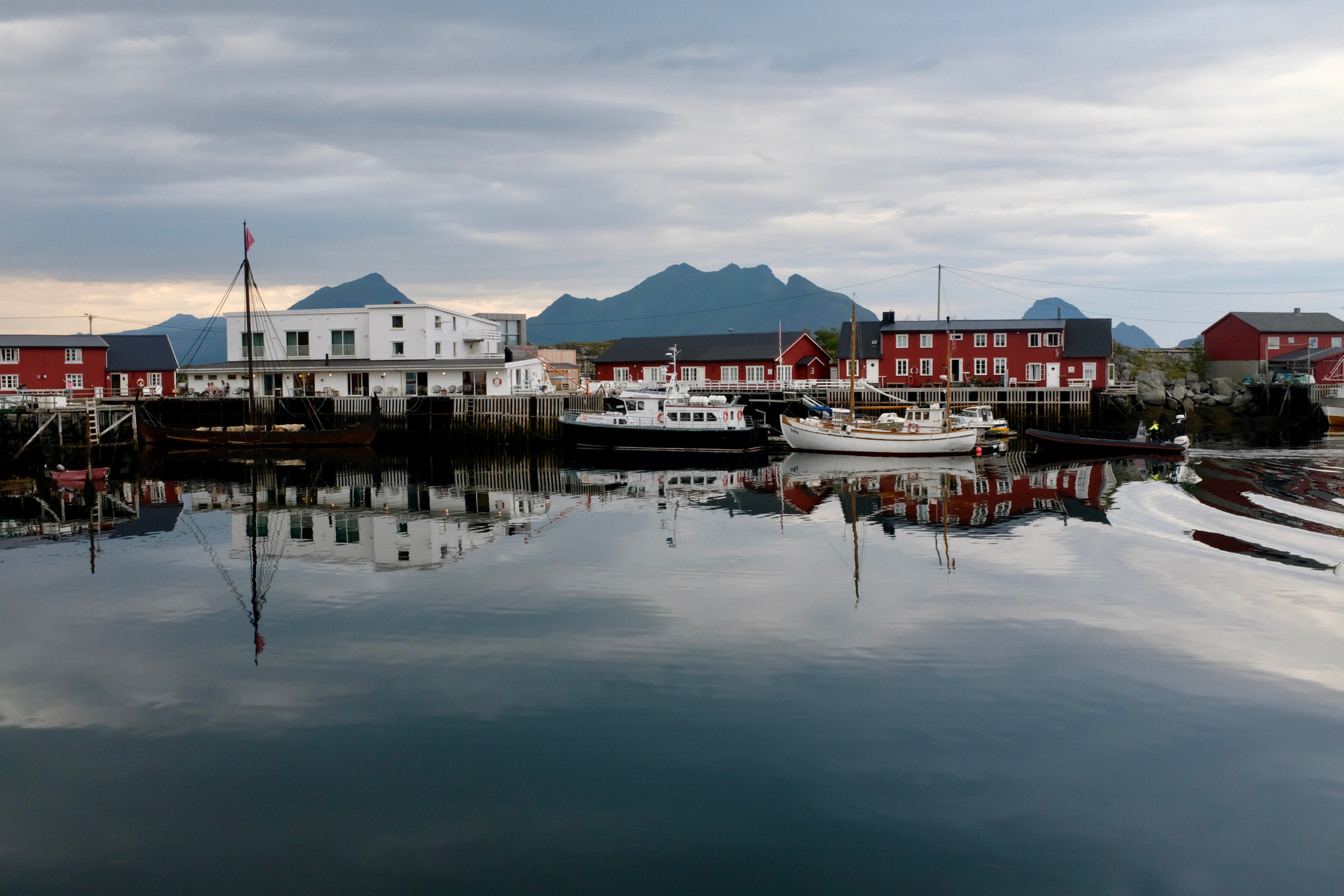 Lofoten Norwegen Reisetipps und konkrete Infos zu der Inselgruppe. Beate Finken Bloggerin bei BeFifty. Die schönsten Plätze in Norwegen / Lofoten. Hattvika Lodge Ballstad