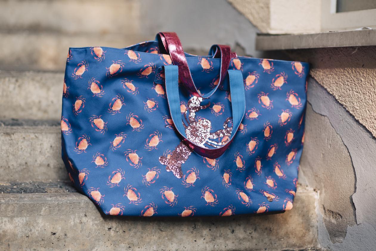 Beate Finken Blog BeFifty Blog für Frauen über 4ß und ab 50. Tasche von Cute Stuff, Outfit in Pastelltönen von Lanius. Wie stylt man Pastelltöne? Hummer Tasche. Was trage ich am Strand oder am See?