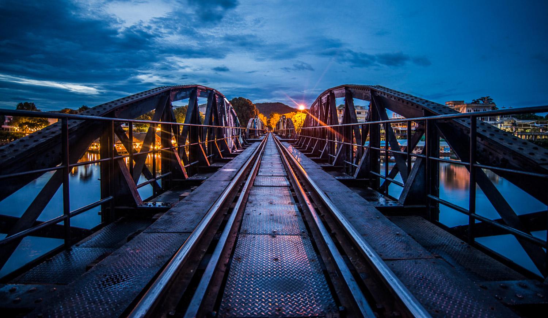 Tombée de la nuit sur le Pont de la Rivière Kwaï - Thaïlande