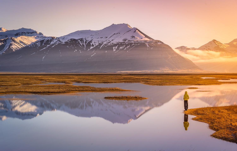 Levé du Soleil sur les volcans d'Islande
