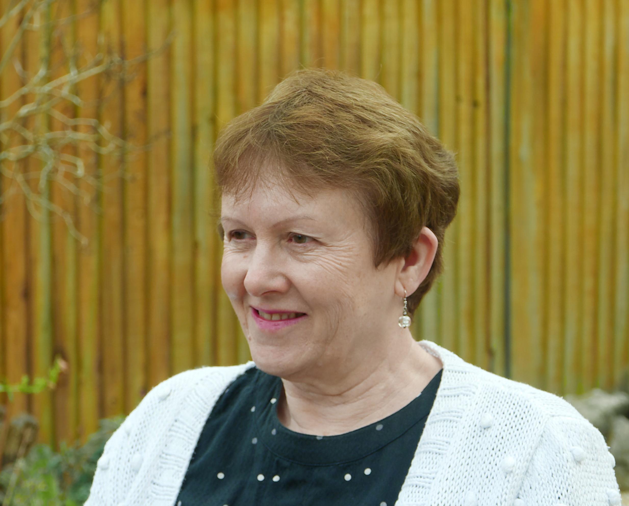Lynne Dec 2016.jpg