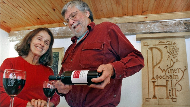 steve-robbins-mame-ODette-pour-Frontenanc -2014-tasting-room-Poocham-Hill_winery-photo-by-michael-moore.png