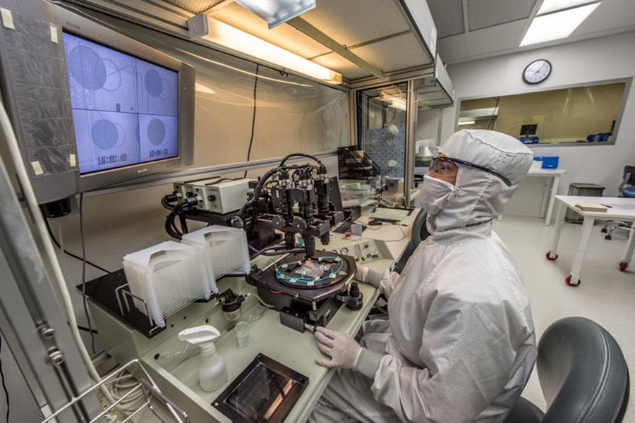 PerkinElmer_Hopkinton_Clean_Room_Laboratory.jpg
