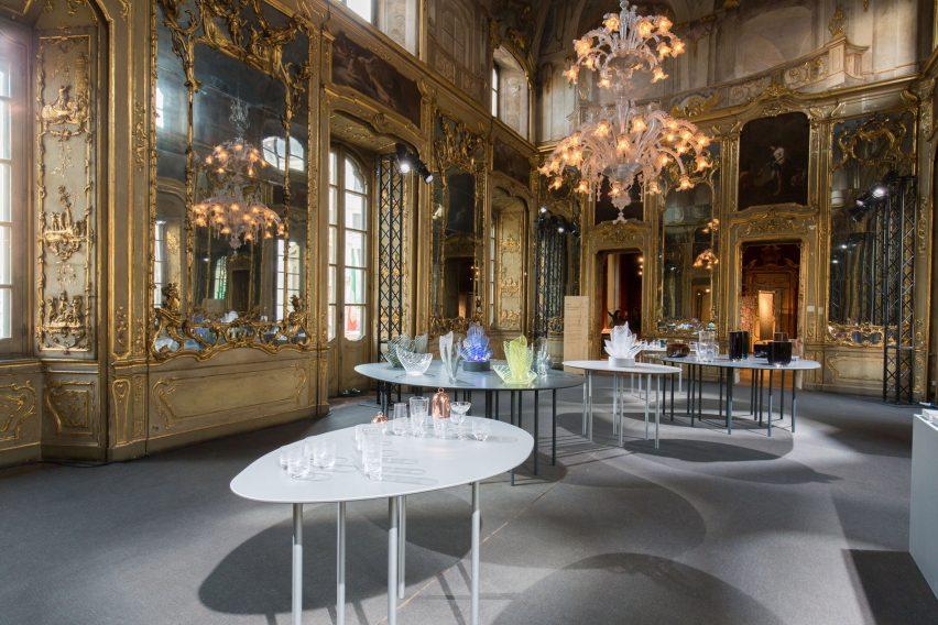 ron-arad-glassware-nude-milan-design_dezeen_2364_col_14-852x568.jpg
