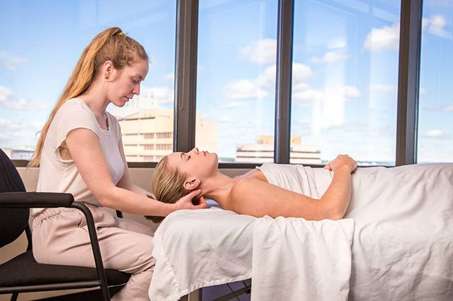 Move offers on-site massage programs that are employee sponsored. Health benefits cover most or all of the cost, meaning therapeutic treatments are more affordable and accessible. Orthopaedic assessment is part of the process as a means of identifying and intervening repetitive strain injuries. . . . . . #corporatemassage #Move #corporatewellness #halifaxwellness  #hfx #downtownhalifax #wellness #humanresources #prevention #massagetherapy #RMT #halifaxbusiness #halifaxchamber #health #selfcare