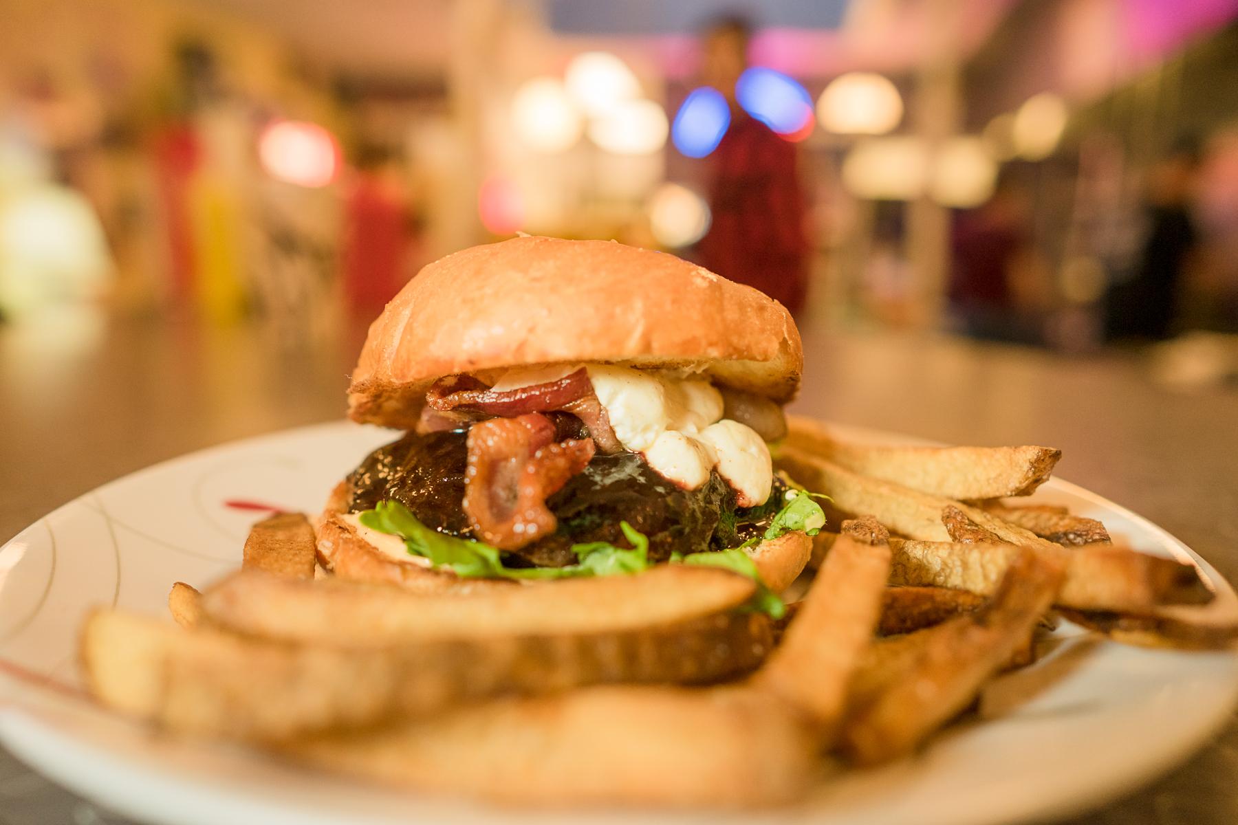 A7ii_20161020_7687, paul bellinger billings montana headshot photographer, burger dive fb.jpg