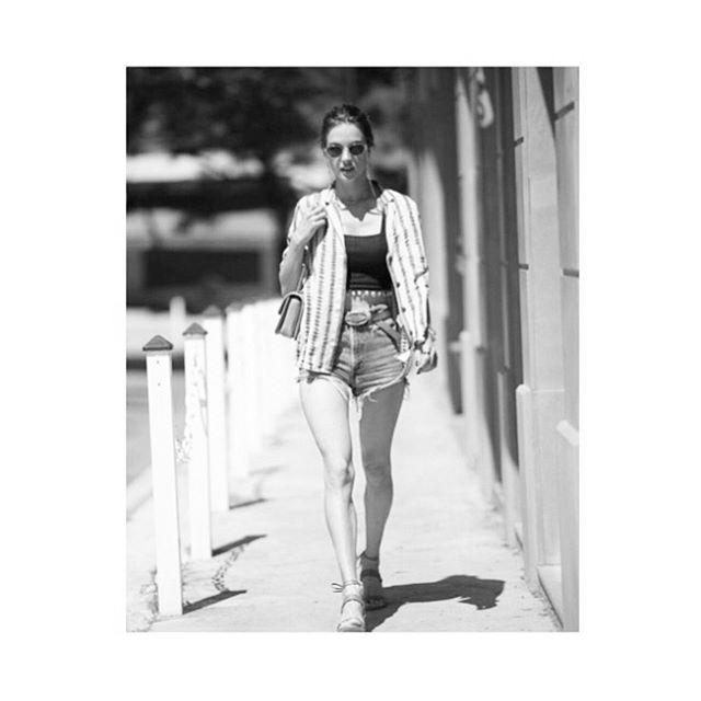 WALKING INTO THE WEEKEND #alessandraambrosio wears #pomandere #memorialdayweekend #swipe⬅️ 🔥🔥🔥