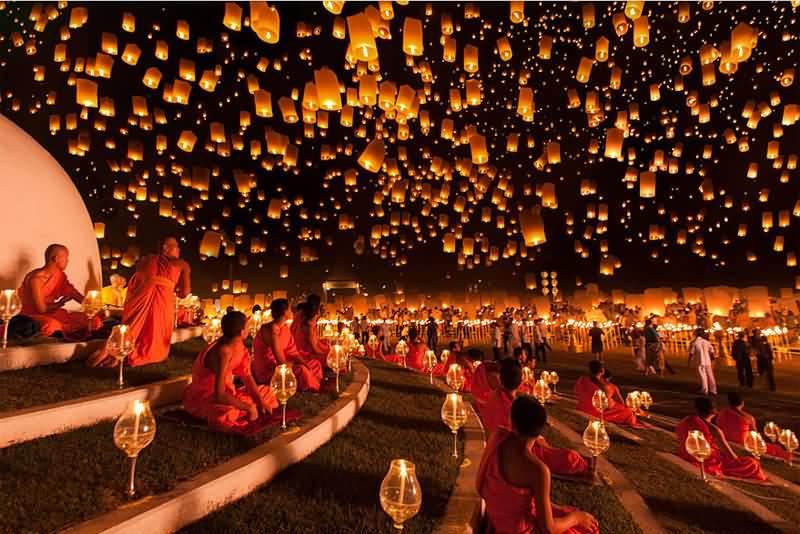 Yi Peng Lantern Festival Loi Kra