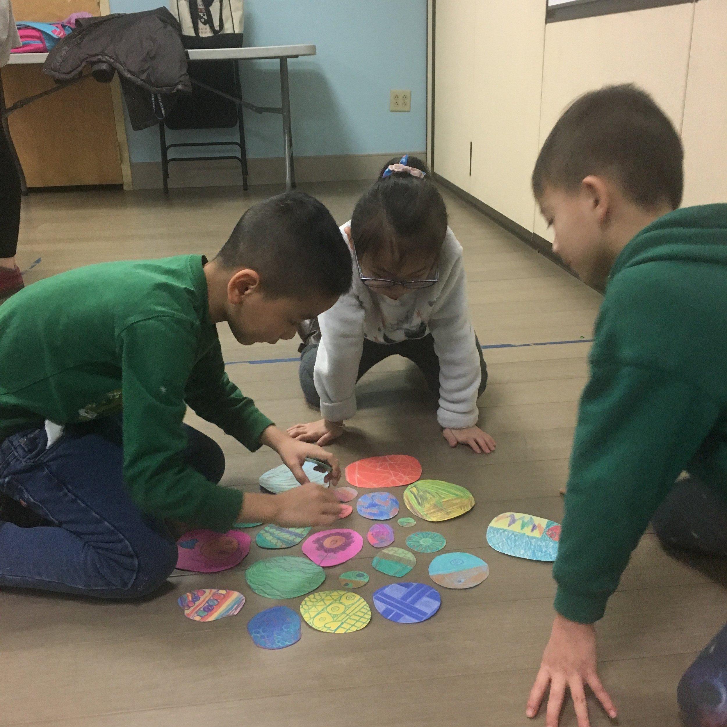 2019.02.28 kids making circles.jpg