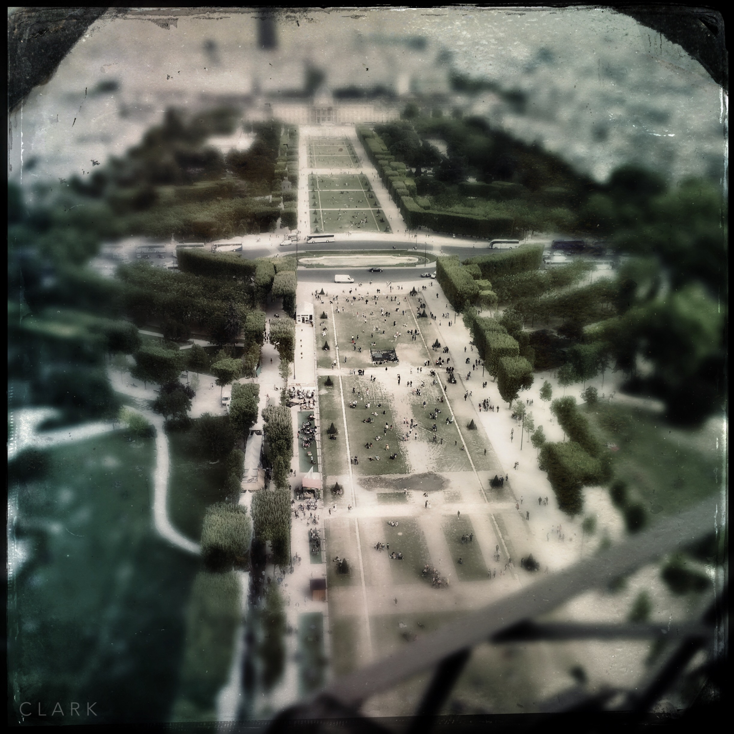 010_DerekClarkPhoto-Paris_iPhone.jpg