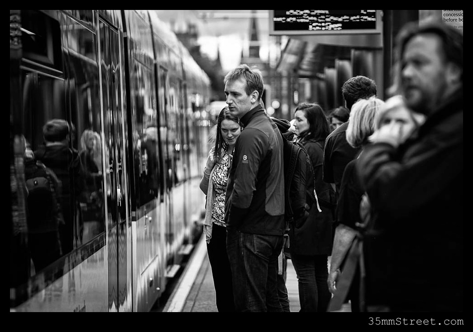 35mmStreet.com.Edinburgh-Festival-Fuji-90mm-18