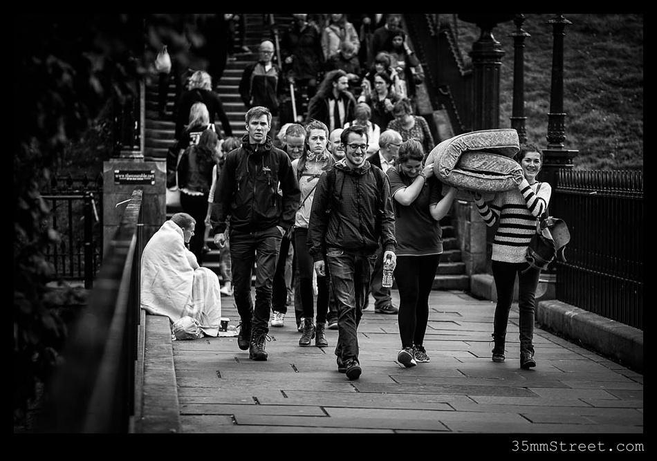 35mmStreet.com.Edinburgh-Festival-Fuji-90mm-21