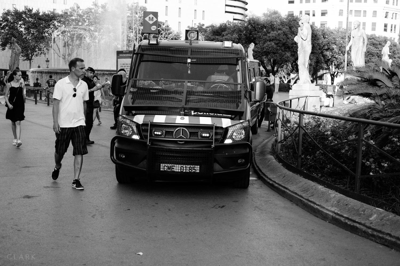 RUMBLE IN LA RAMBLA - BARCELONA POLICE STAND-OFF