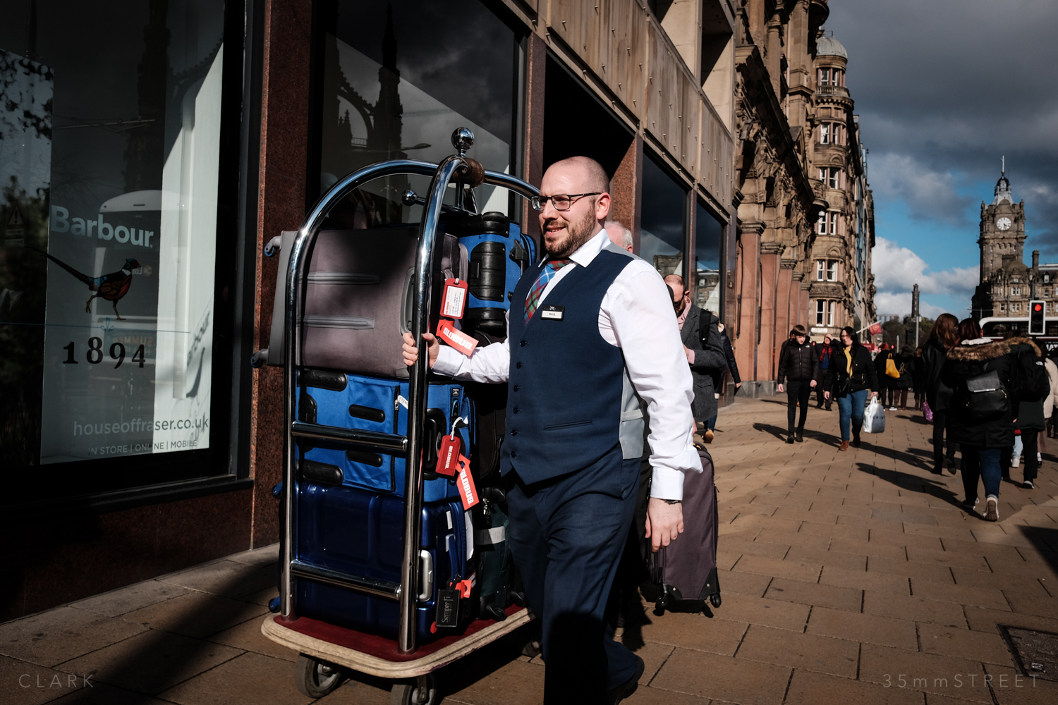 026_35mmStreet-Edinburgh-Street-Photography-20190404.jpg