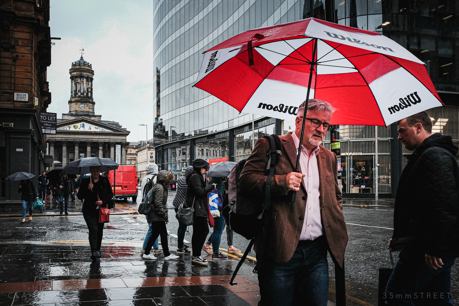 003_35mmStreet-Rainy-Friday-Glasgow.jpg