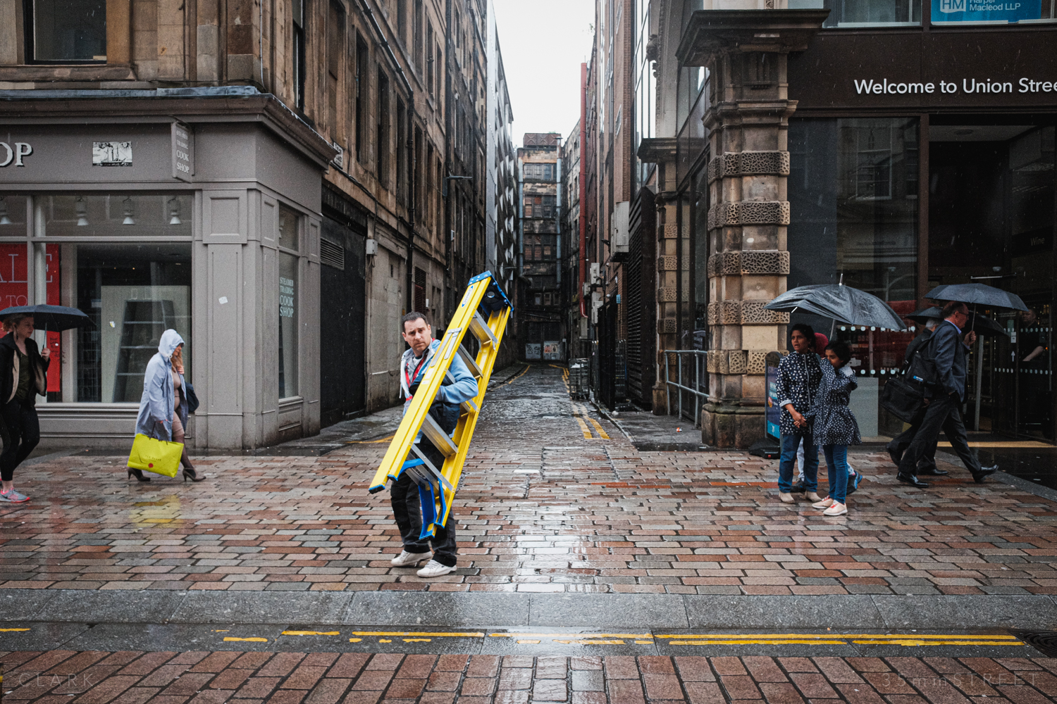 009_35mmStreet-Rainy-Friday-Glasgow.jpg