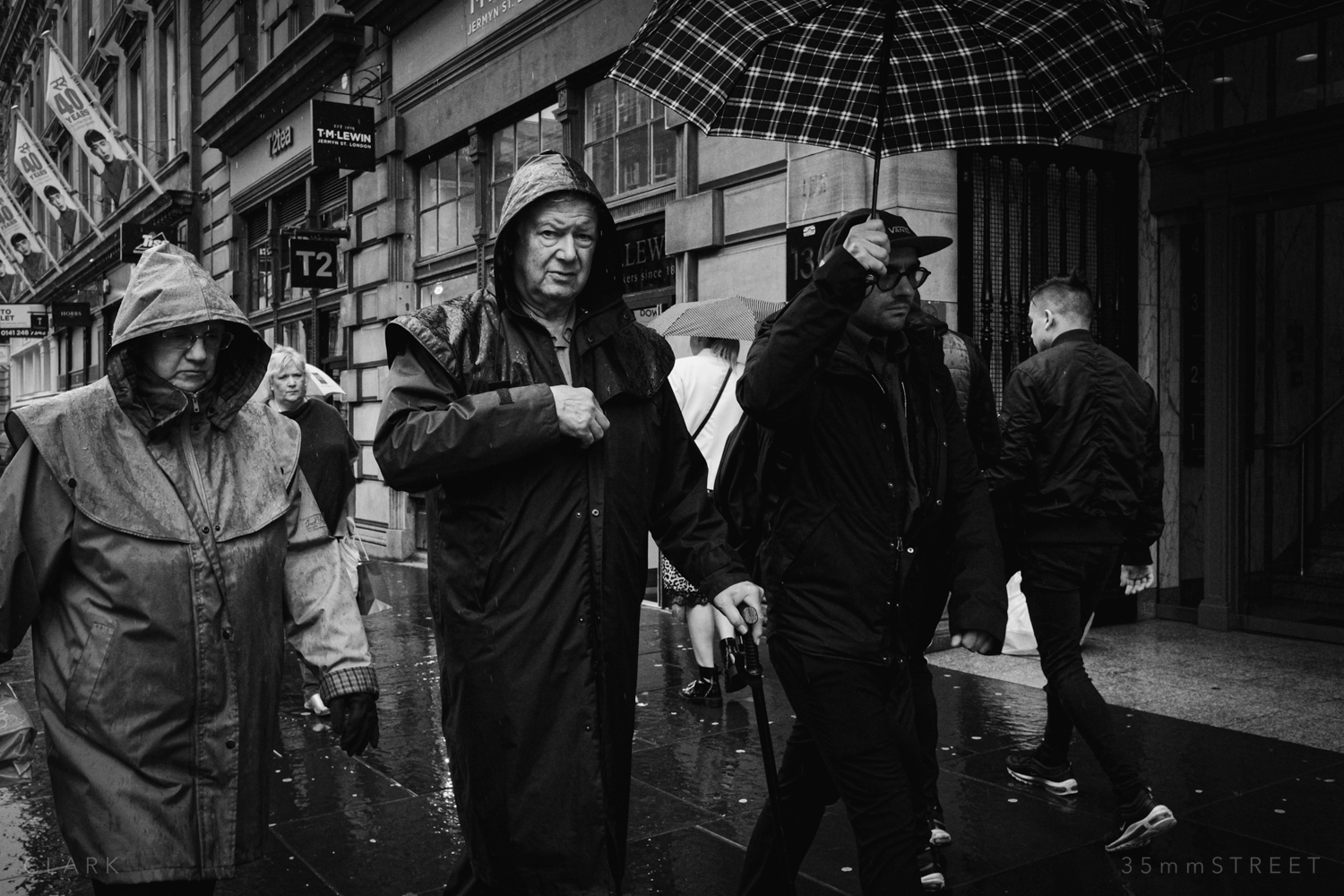 005_35mmStreet-Rainy-Friday-Glasgow.jpg