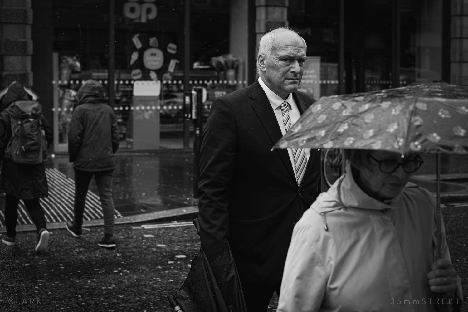 015_35mmStreet-Rainy-Friday-Glasgow.jpg