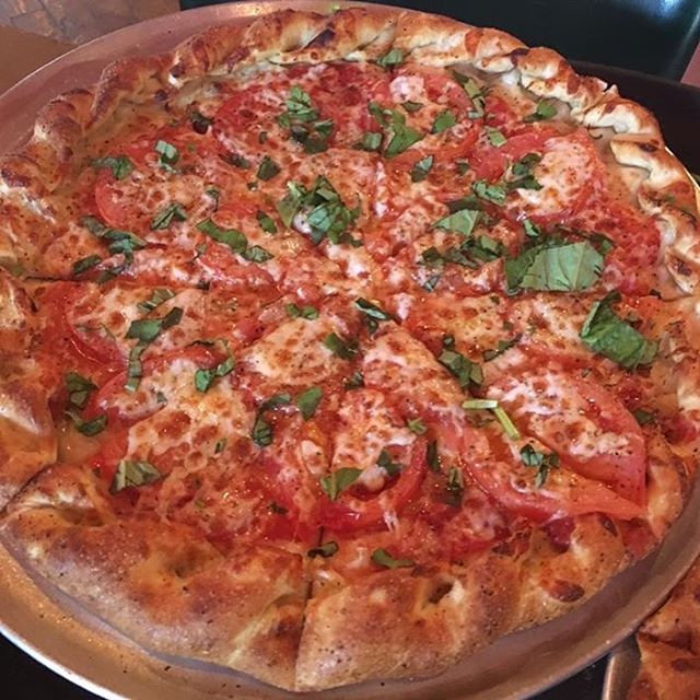 Look at that Shed Pizza with fresh basil, tomatoes, & toppings all the way to the edge!  Yum!