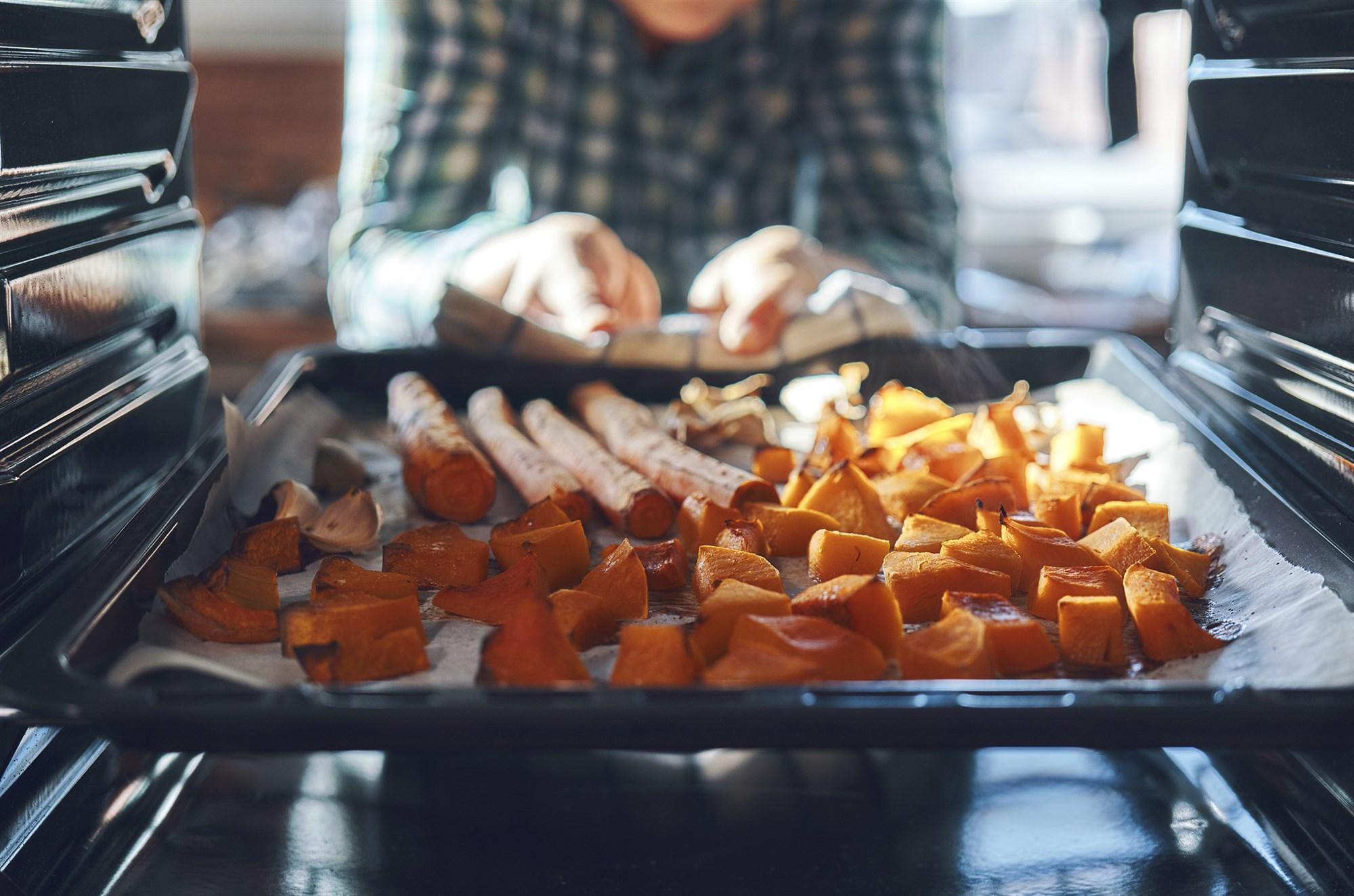 190809-roasting-pumpkins-oven-ac-742p_110bcafb232ad351a6a732d3e7949635.fit-2000w.jpg