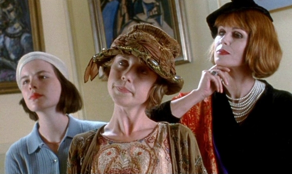 Kate Beckinsale as Flora Poste, Maria Miles as Elfine Starkadder, and Joanna Lumley as Mary Smiling (left to right)